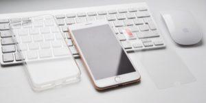 Průhledný kryt na iPhone s ochranným sklem