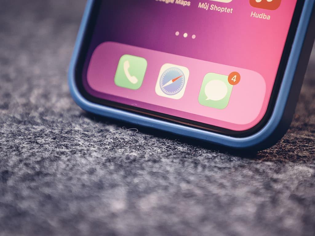 Silikonový kryt pro iPhone 12 (Pro)